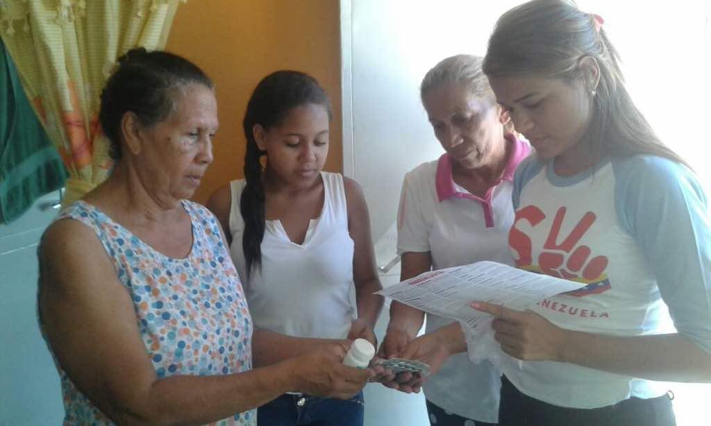 Resultado de imagen para somos venezuela entregando medicamentos