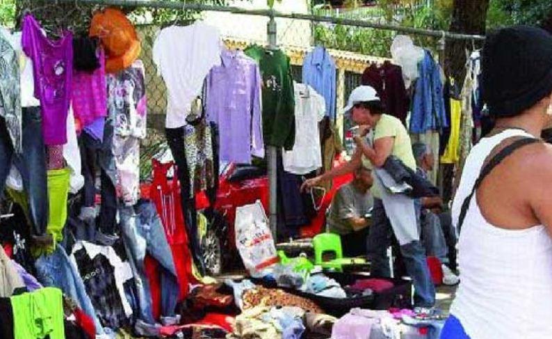 fcebee9252 En ventas de ropa usada se realizan trueques por comida