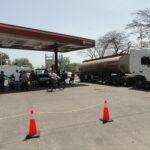 """""""Las colas están horribles  y ya no hay seguridad de echar gasolina"""""""